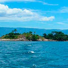 ilha na baía de Paraty